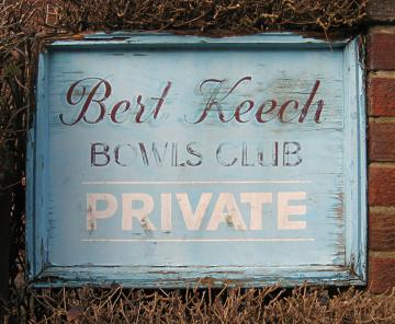 bert-keech-club-sign-1_280212_800.jpg