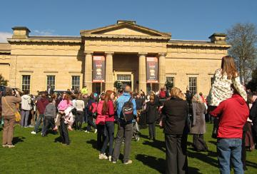 crowd-queens-visit-yorks-museum_050412-800.jpg