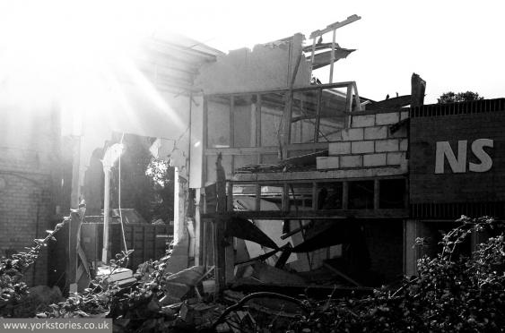 sessions-demolition-9-131013-bw.jpg