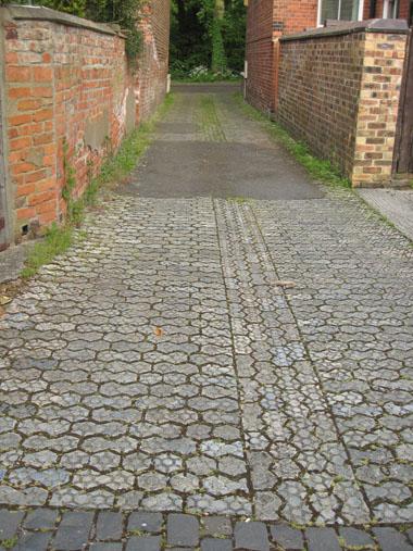 alley-longfield-terr-3-100613.jpg