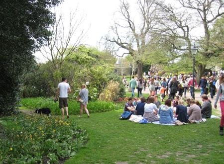 Busy scene, in park