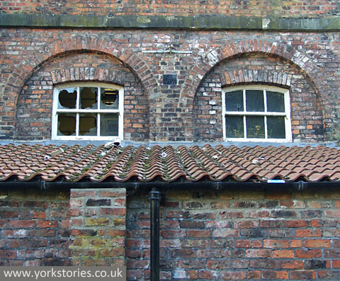 Windows, 19th century building