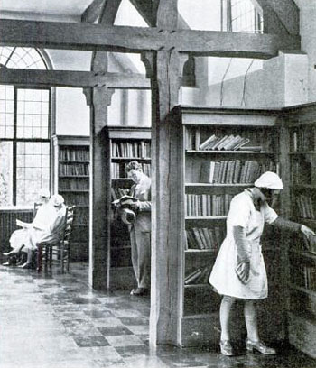 Black and white photo, man and woman browsing bookshelves