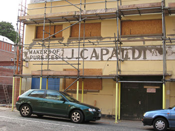 Capaldi, Fetter Lane, July 2008, with scaffolding