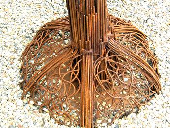 Balloon tree sculpture – 'trunk' detail