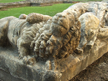 Carved memorial/effigy, with lion