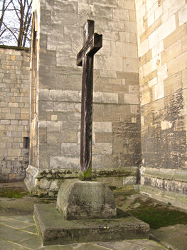 Churchyard WW1 cross, St Cuthbert's, York