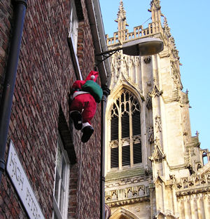 Father Christmas and the Minster, Christmas Day 2005