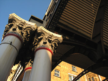 Station details – pillars