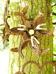 Sculpture – horseshoe flower